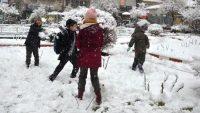 Dursunbey'de okullara kar tatili