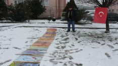 Ebru eserlerini kar üstünde sergiledi