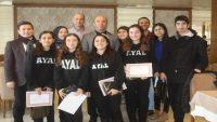 Engelli farkındalığı gerçekleştiren lise öğrencilerine Güner Bahadır'dan anlamlı jest