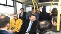 Başkan Adayı Yılmaz öğrencilerle otobüse bindi