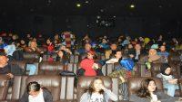 Vali Yazıcı, öğrencilerle sinemaya gitti
