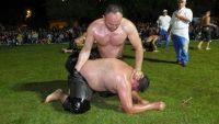 Burhaniye'de gece güreşlerini 4 bin kişi izledi