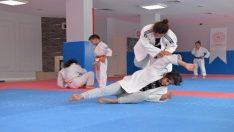 Altıeylül'de Yaz Spor Okulları başladı