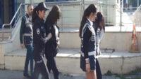 3 kadına fuhuş yaptırdığı iddiasıyla 2'si kadın 4 kişi gözaltına alındı.