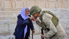 Türk askerinin şefkat eli