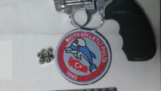 Balıkesir'de 2 silah ele geçirildi.