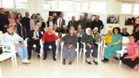Huzurevinde kalan yaşlılar yılbaşını erken kutladı