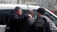 Balıkesir'de polis 20 aranan şahsı yakaladı.