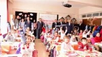 Sakarya İlkokulu'nda satranç takımı ve spor malzemelerinin dağıtımı