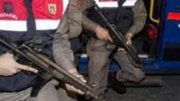 Jandarma 25 Aranan Şahsı Yakaladı.