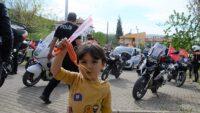 Polisler, çocuklara moral verdi