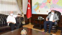 Ünlü maratoncu İsmail Akçay Vali Şıldak'ı ziyaret etti