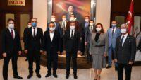 19 Ekim Muhtarlar Günü dolayısıyla Altıeylül ve Karesi Muhtarlar Komitesi Vali  Hasan Şıldak'ı ziyaret etti.