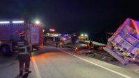 Çanakkale yolundaki kazada 4 kişi öldü çok sayıda hayvan telef oldu