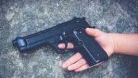 5 yaşındaki çocuk tabancayla annesini vurdu