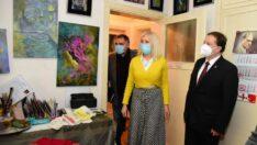 Özdemir Yemenicioğlu'nun adını taşıyan Sanat Atölyesini ziyaret etti..
