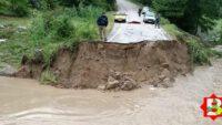 Balıkesir'de şiddetli yağış köprüyü yıktı