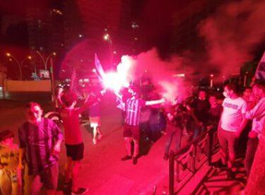 Adana Demirspor taraftarları, şampiyonluğu kutladı