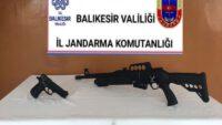 Jandarma yol aramalarında çok sayıda ruhsatsız silah ele geçirdi