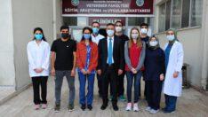 Rektör İlter KUŞ Veteriner Fakültesi son sınıf öğrencileri ile bir araya geldi.