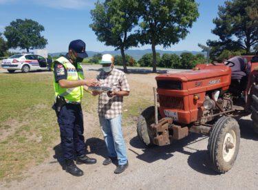 Traktör denetimi yapıldı.Denetimler sonucunda (463) araç kontrol edildi.