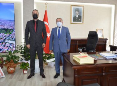 KARESİ MHP'DEN YENİ KAYMAKAMA ZİYARET