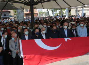 Eski Balıkesir Büyükşehir Belediye Başkanı Ahmet Edip Uğur'un cenazesi toprağa verildi