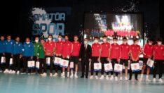 Yılın En İyi Takımı Balıkesirspor U19,en iyi teknik direktörü Umut Baysal'ı tebrik ediyoruz