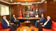 Başkan Hasan Avcı Balıkesir Sanayi Odası Başkanı Nazmi Yarış'ı makamında ziyaret etti.