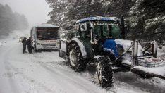 Kar yolları kapattı, Kazdağları'nda onlarca araç mahsur kaldı