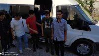 Ayvalık'ta jandarma iki ayrı operasyonda 65 göçmen ele geçirildi