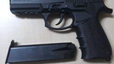 Polis uygulamasında 4 silah yakalandı.