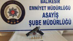 Balıkesir'de 3 silah ele geçirildi.