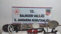 Balıkesir'de kaçak kazı yapan 3 kişi suçüstü yakalandı.