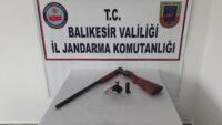 Jandarma uyuşturucu ve silah ele geçirdi.