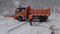 Kazdağları'nda kar 1 metre, ekipler yolları açık tutmakta zorlanıyor