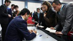 Yazar Halit Bekiroğlu kitaplarını imzaladı