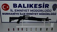 Balıkesir'de polisi 7 silah ele geçirdi.