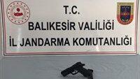 Ayvalık'ta bir kişiyi silahla yaralayan şahıs jandarma ekiplerince yakalandı.