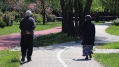 65 yaş ve üzeri vatandaşlar uzun bir aradan sonra sokağa çıktı