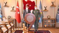 Vali Hasan ŞILDAK, Garnizon ve 9. Ana Jet Üs Komutanı Hv. Plt. Tuğg. Kemal TURAN'ı ziyaret etti.