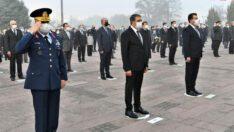 ValiHasan Şıldak ve İl Protokolü 10 Kasım Atatürk'ü Anma Günü dolayısıyla Atatürk Anıtına çellenk sundu