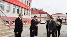 Vali Şıldak İl Tarım ve Orman Müdürü Erkan Alkan ile PTT Başmüdürü Suat Öztürk'ü ziyaret etti