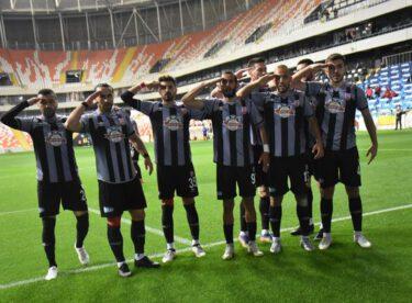 Adanaspor'un konuğu olan Balıkesirspor, sahadan 1-1 eşitlikle ayrıldı.