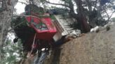 Balıkesir'de ki Kazada Devrilen Kamyon Uçurumun Kenarında Askıda Kaldı