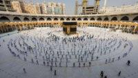 Ramazan ayının ilk on gününde Kabe'yi 1,5 milyon kişi ziyaret etti