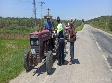 """jJANDARMADAN """"Traktör Kullanımı ve Trafik Kuralları"""" konulu eğitim faaliyeti"""