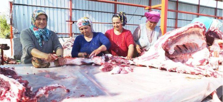 Balıkesir'de kadın kasaplar erkeklere taş çıkarttı