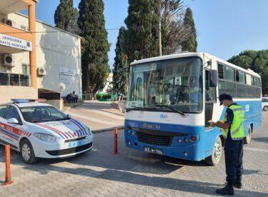 Jandarma Yük ve yolcu taşıyan (1.725) aracı kontrol etti.