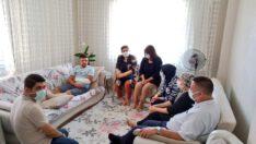 UYGUR,görevi başında yaralanan Uzman jandarma Abdullah Çaylak'ı evinde ziyaret etti.